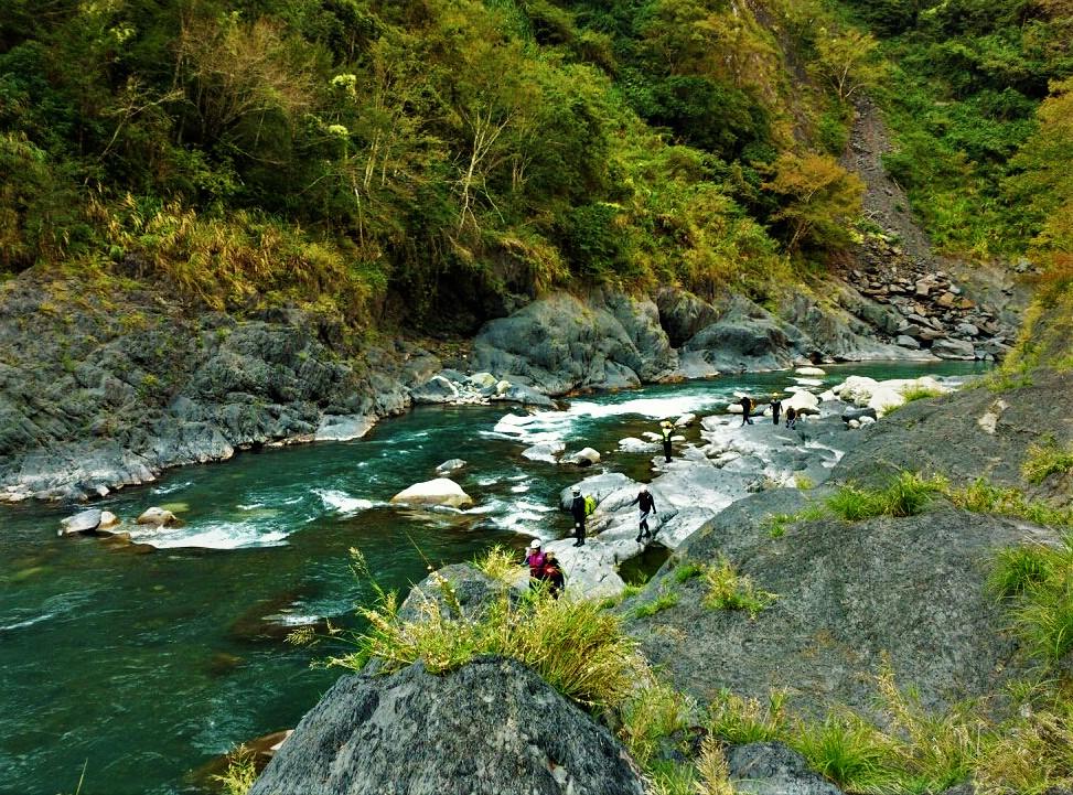台灣溪流秘境玩法-新竹泰崗野溪溫泉