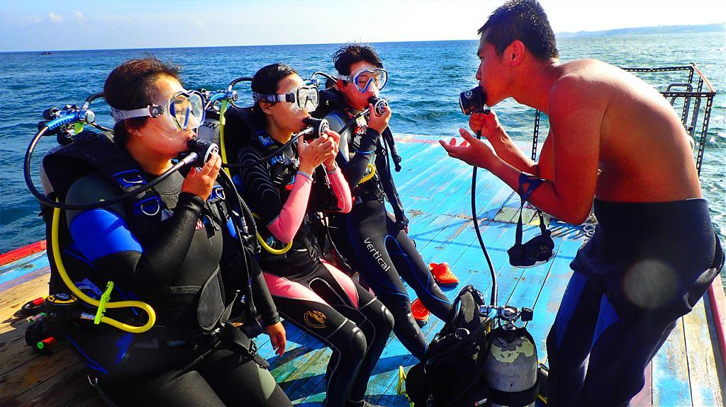 台灣體驗潛水景點-墾丁南灣平台式潛水。